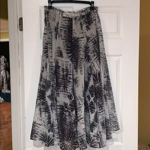 Dresses & Skirts - Midi maxi skirt
